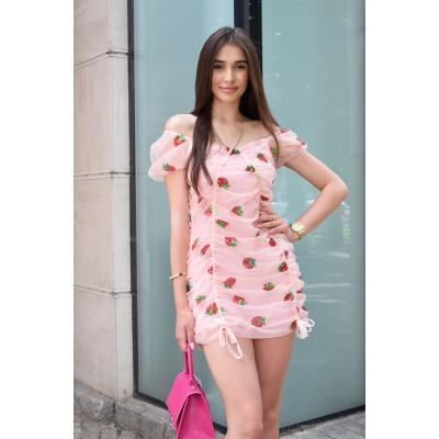 Платье-мини с утяжками и пышным рукавом клубника